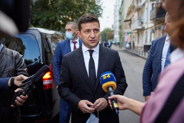 Зеленский озвучил первый вопрос своего опроса в день выборов (видео)