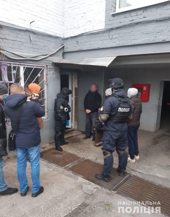 В Харькове в гараже у мужчины нашли арсенал оружия