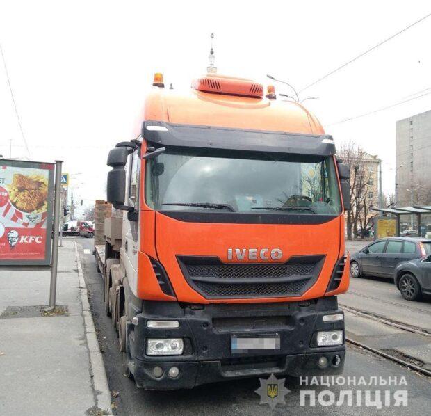 В Харькове тягач насмерть сбил пожилую женщину