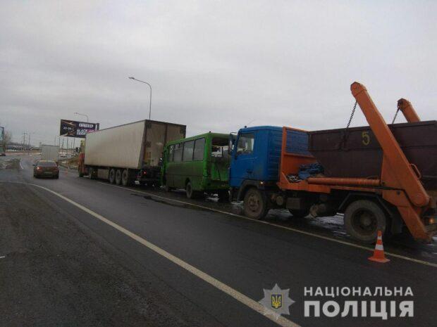 В Харькове автобус въехал в грузовик