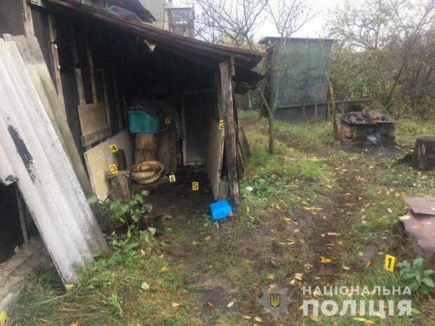 Под Харьковом пьяный рецидивист из ревности поджег жене дом и едва не зарезал ее