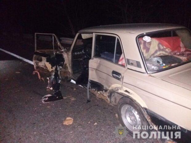 Под Харьковом водитель не справился с управлением, въехал в припаркованный автомобиль и сбил насмерть мужчину