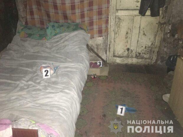 Под Харьковом во время застолья сестра ударила брата топором по голове: мужчина умер