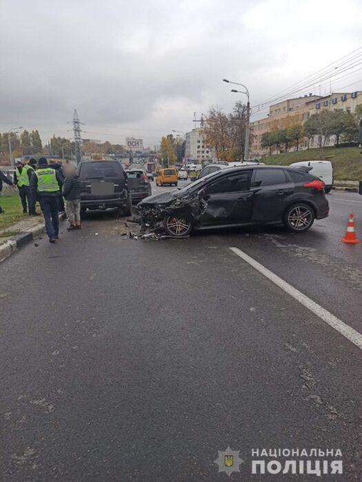В Харькове ищут водителя, который устроил ДТП в на проспекте Гагарина и покинул место происшествия