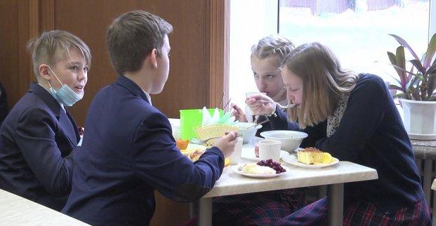 В школах Харькова диетическим питанием обеспечены 5 тысяч учеников (видео)