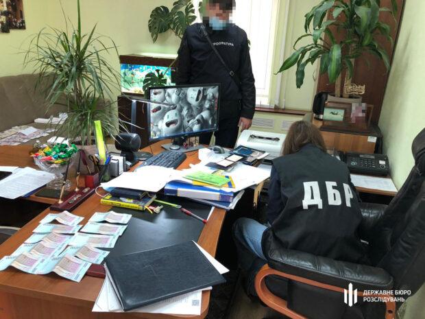 «Откаты» за получение социальных выплат: в Харькове следователи ГБР задержали полицейского