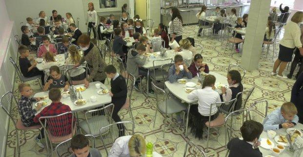 В школьных столовых Харькова ввели новые графики питания и проводят дезинфекцию