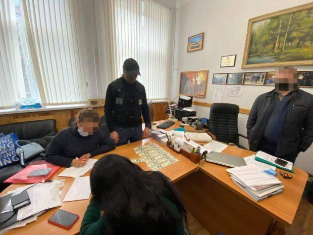 Должностные лица ХТЗ вымогали с рабочих взятки за выдачу ордеров на жильё