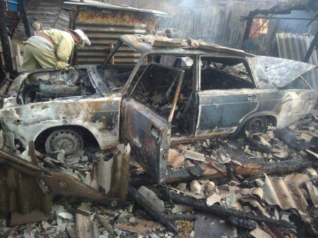 Под Харьковом из-за замыкания электропроводки сгорели автомобиль и гараж