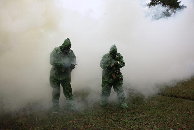 На Харьковщине гвардейцы учились противостоять оружию массового поражения