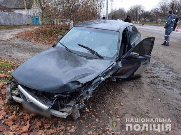 В Харьковской области автомобиль у которого оторвало колесо врезался в другой автомобиль