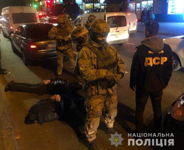 В Киеве полицейские задержали этническую группировку, которые планировали похищение харьковчанина (видео)