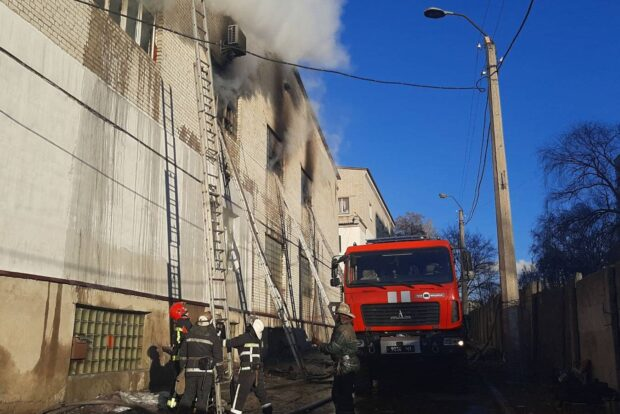 В Харькове произошел пожар на текстильном производстве (видео)