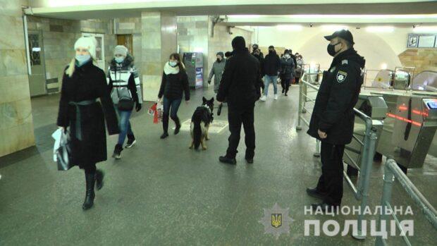 На станции метро в Харькове полицейские обнаружили у пассажира героин