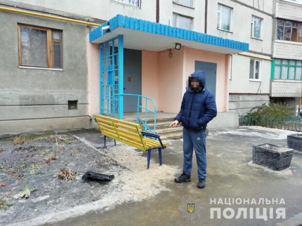 В Харькове пытался украсть 7 тысяч долларов США по схеме «ваш родственник в полиции», но попал в руки полиции