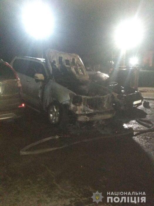 В Харькове на парковке сожгли два автомобиля
