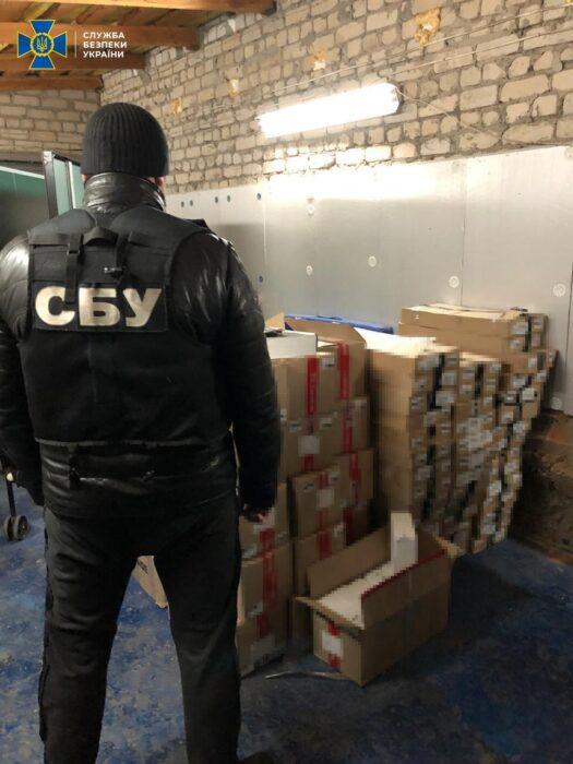 На Харьковщине СБУ разоблачила подпольные табачные склады