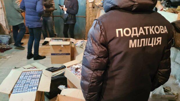 Смешивали спирт с водой и продавали: в Харькове нашли подпольное производство