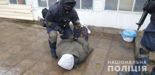 Полицейские задержали подозреваемого в убийстве мужчины в Харьковской области