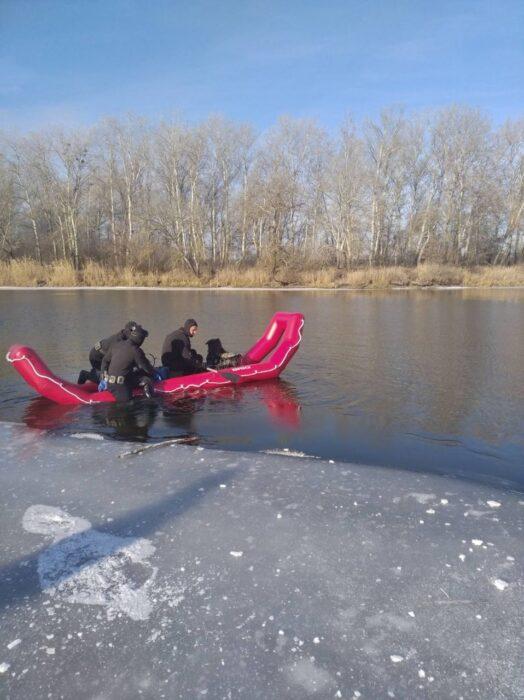 В Харьковской области мужчина провалился под лед и умер