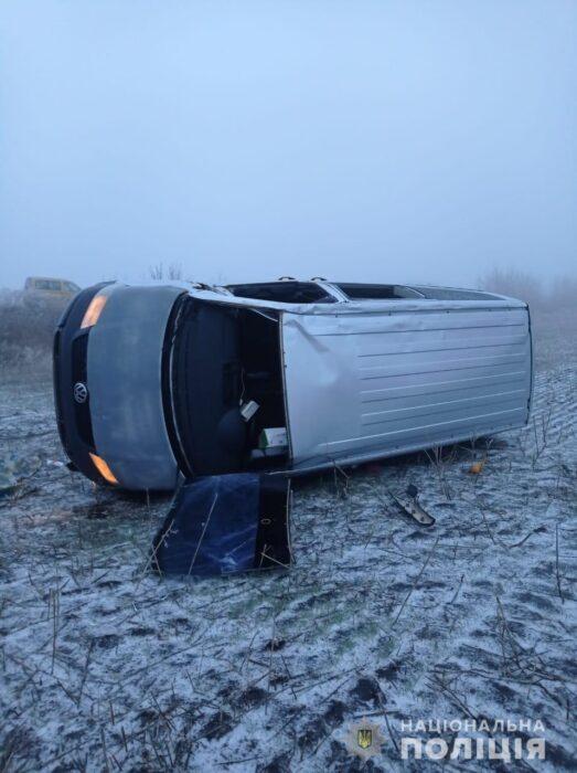 В Харьковской области водитель не справился с управлением и вылетел с дороги: погибла женщина