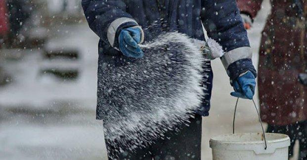 Во дворах Харькова высыпали около 40 тонн соли - мэрия