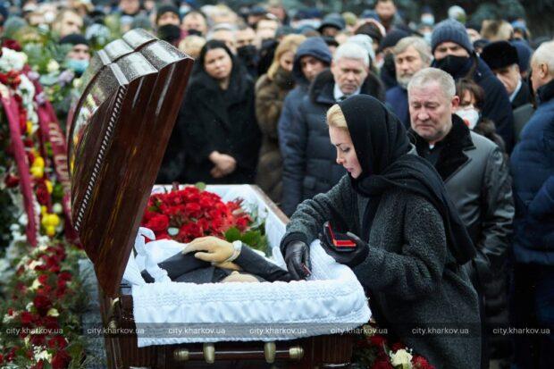 Горсовет принял решение об увековечении памяти Геннадия Кернеса