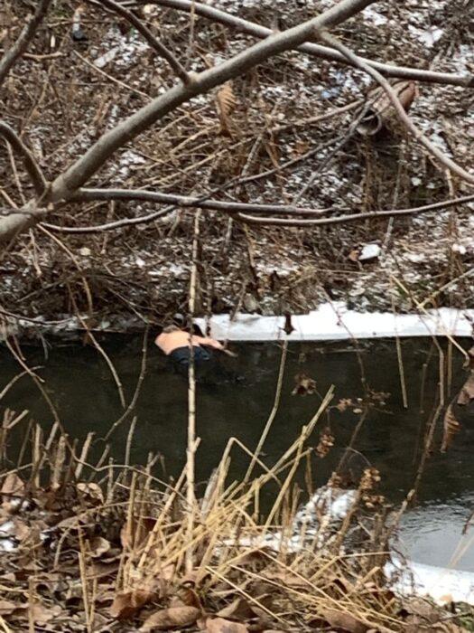 На Салтовке в реке нашли труп мужчины