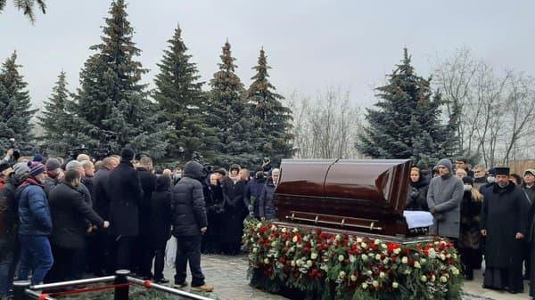Геннадия Кернеса похоронили