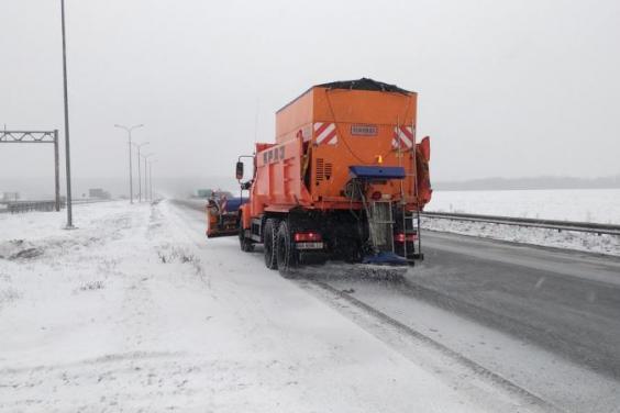 Дороги Харьковской области расчищают 226 единиц техники и более 250 рабочих