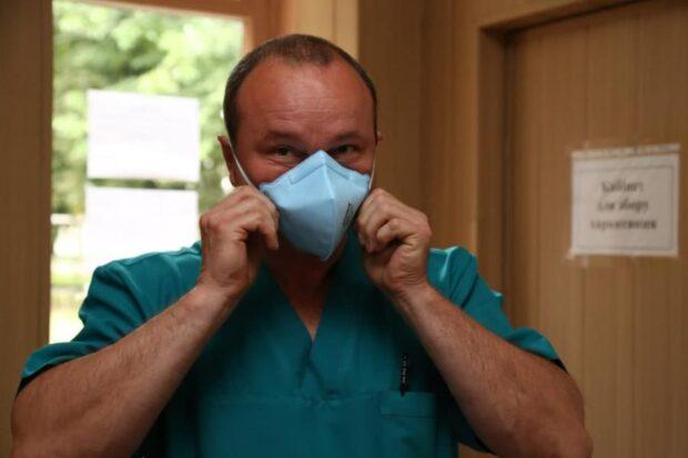 Около 800 медиков, заболевших COVID-19, получили денежную помощь из областного бюджета