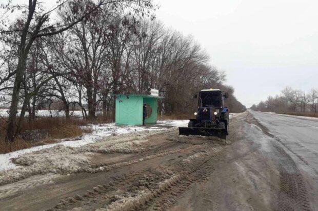 На дорогах Харьковской области работают 88 единиц техники и 130 рабочих