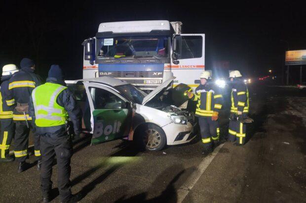 В результате автокатастрофы на Окружной спасатели вырезали тело погибшего водителя из автомобиля