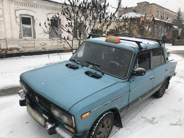 В Харьковской области мужчина угрожая ножом ограбил таксиста