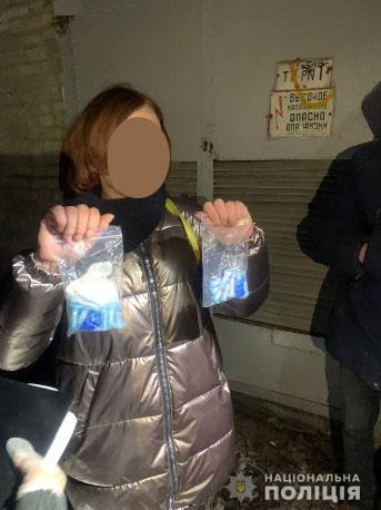 В Харькове девушку подозревают в сбыте наркотиков