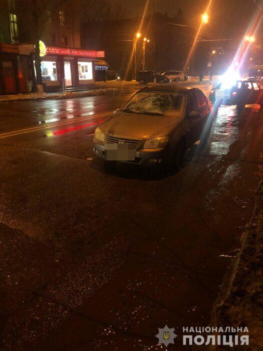 В Харькове женщина попала под колеса автомобиля