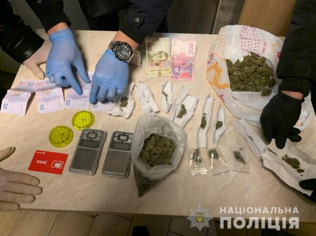 В Харькове полицейские нашли у 19-летней девушки наркотиков на 125 тысяч гривен