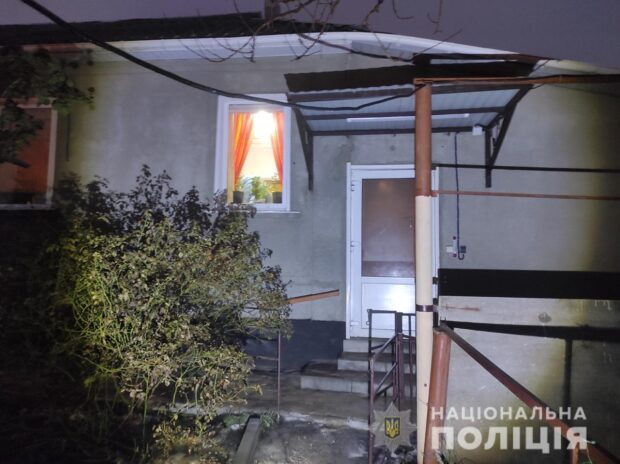 В Харькове рецидивист ворвался в дом к женщине и угрожая палкой забрал 15 000 гривен