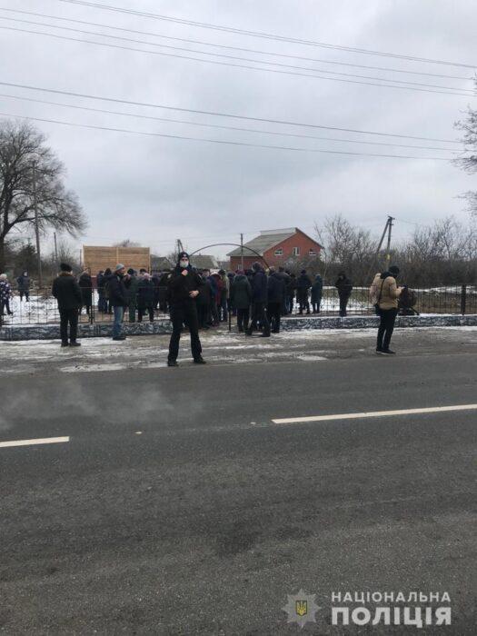 В тринадцати районах области и в Харькове люди вышли на акции протестов против роста тарифов