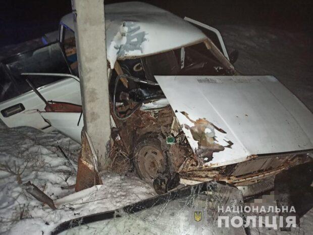 В Харьковской области пьяный мужчина врезался в столб: погибла беременная женщина (видео)