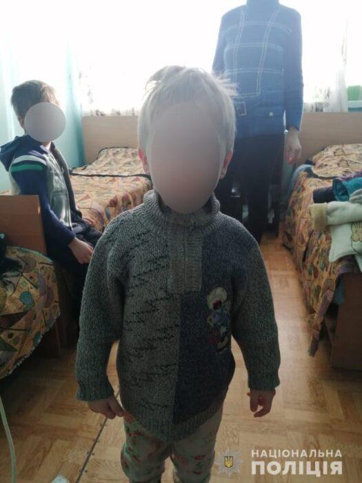 Под Харьковом женщина оставила двоих маленьких детей в холодном доме и уехала в другой город