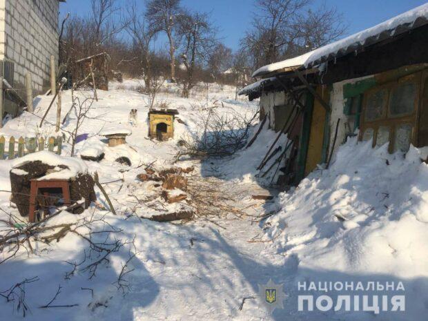 Под Харьковом пьяный сын до смерти забил палкой больную мать