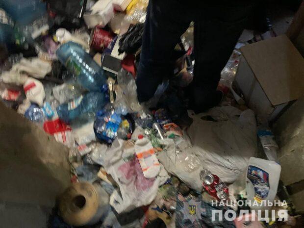 Заваленная мусором квартира в центре Харькова: у горе-матери два года назад умер младенец - мэрия
