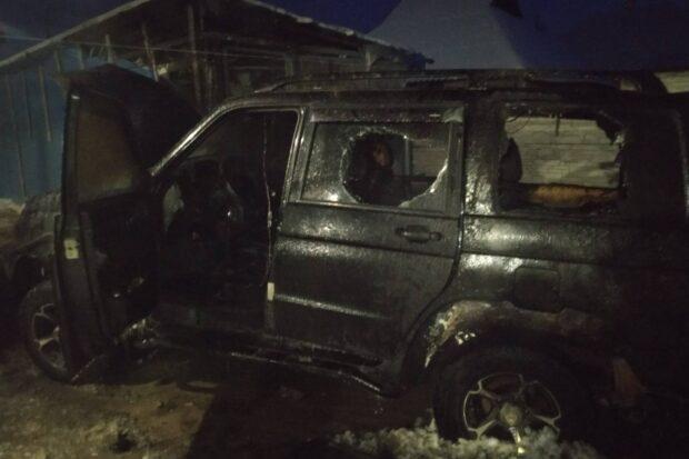 Под Харьковом во дворе частного дома сгорел автомобиль