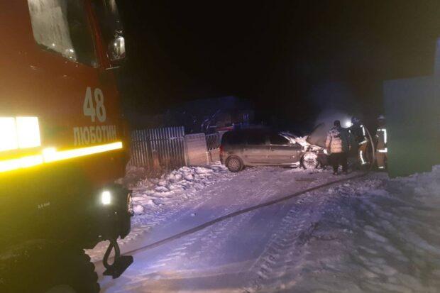 Под Харьковом загорелся автомобиль