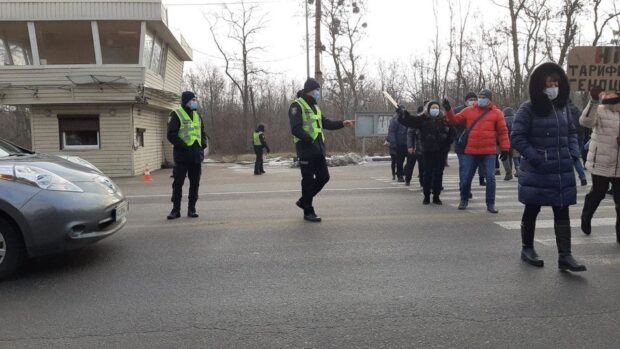 Под Харьковом перекрыли трассу: протестуют против повышения тарифов