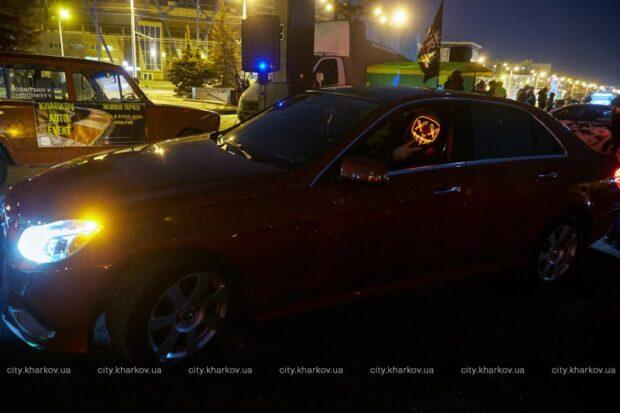 В Харькове провели автомобильный флэш-моб в честь Геннадия Кернеса