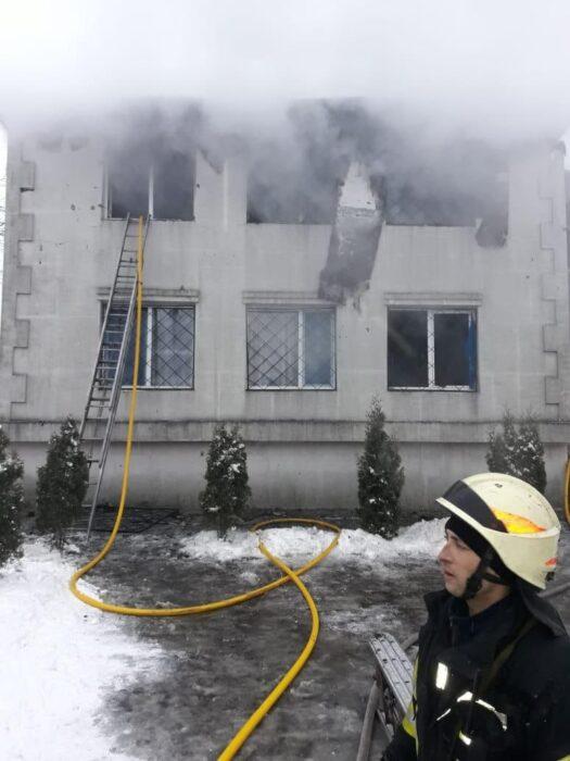 В Харькове горит дом престарелых: 15 погибших