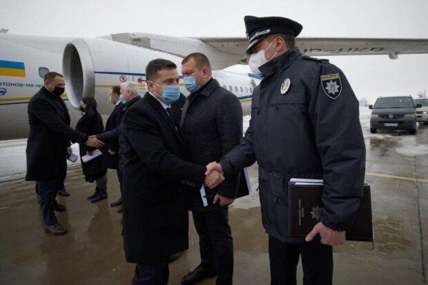 В Харьков из-за пожара в нелегальном доме престарелых прилетел Владимир Зеленский