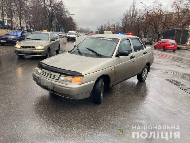 В Харькове мужчина, который переходил улицу в неположенном месте попал под колеса автомобиля